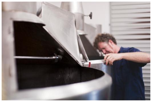matt looking into kettle