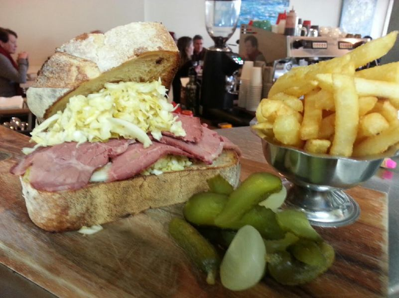 "THE ""NEW YORKER"" – TRADITIONAL REUBEN SANGA OF SLICED CORNED BEEF SILVERSIDE, SWISS CHEESE"